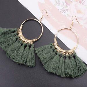 🌻 New 🌻 Green Tassel Earrings NWT